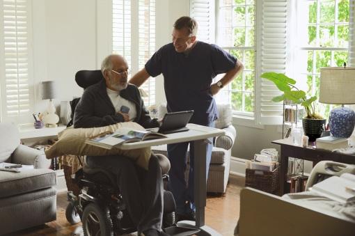 Tim Roth con uno de sus pacientes en 'Chronic'