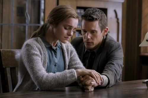 Emma Watson y Ethan Hawke en 'Regresión'.