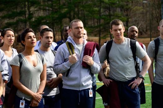 Priyanka Chopra, Jake McLauglin y Brian J. Smith en el primer episodio de 'Quantico'