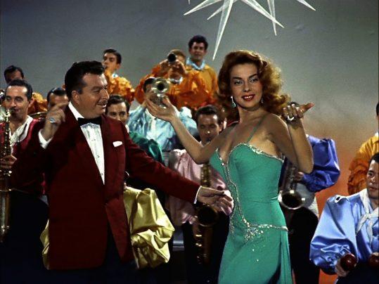 Xavier Cugat con Abbe Lane, su cuarta mujer, en un fotograma de la película 'Susana y yo'